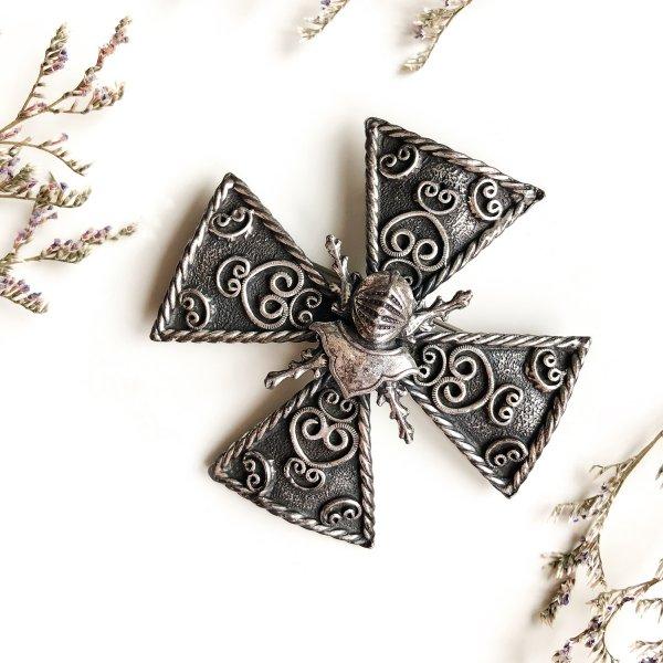 Винтажная коллекционная брошь «Мальтийский крест» от Accessocraft для самых оригинальных и стильных