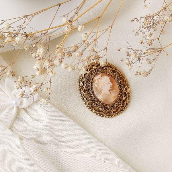 Винтажная брошь с камеей «Элизабет» от Florenza для самых оригинальных и стильных