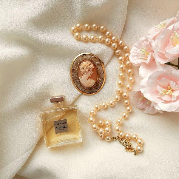 Винтажная брошь - камея «Джейн» от Catamore оригинальный и эксклюзивный подарок девушке