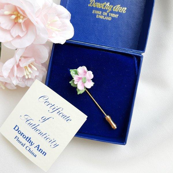 Винтажная фарфоровая булавка «Розовый цветок» от Dorothy Ann для любителей старины и антиквариата