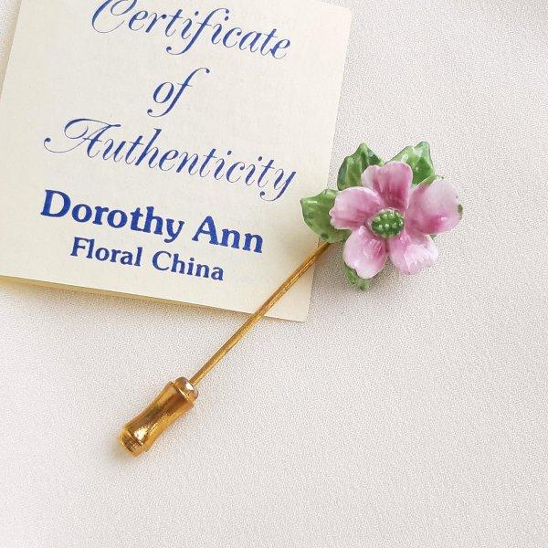 Винтажная фарфоровая булавка «Розовый цветок» от Dorothy Ann для самых оригинальных и стильных