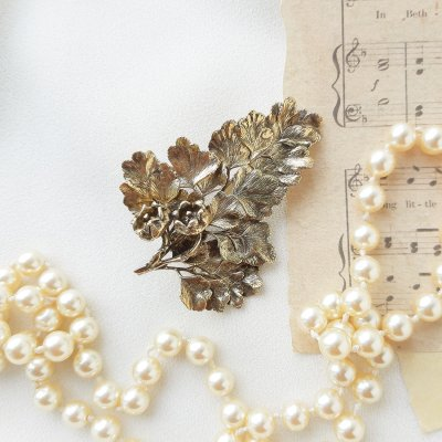 Винтажная серебряная брошь «Цветущий крыжовник» от Flora Danica