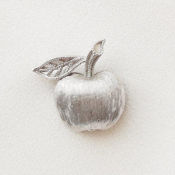 Винтажная  миниатюрная брошь «Яблочко» от Trifari оригинальный и эксклюзивный подарок девушке