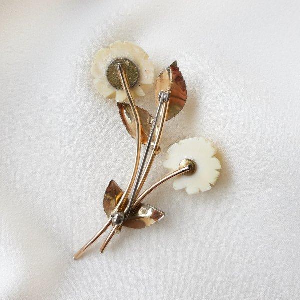 Винтажная брошь из кости «Белые розы» от Krementz это настоящий редкий винтаж