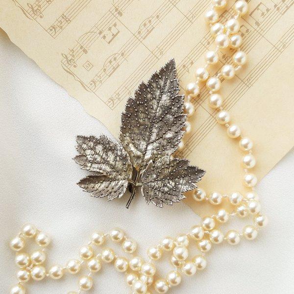 Винтажная серебряная брошь «Листочек» от Flora Danica для любителей старины и антиквариата