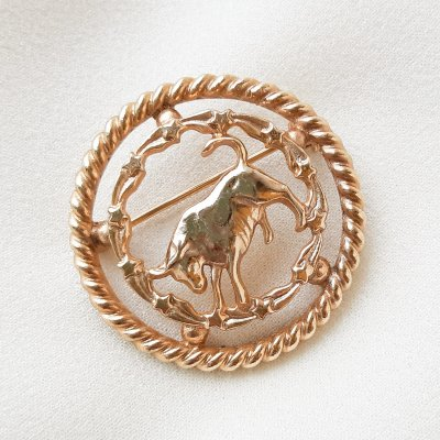 Винтажная брошь «Год быка»