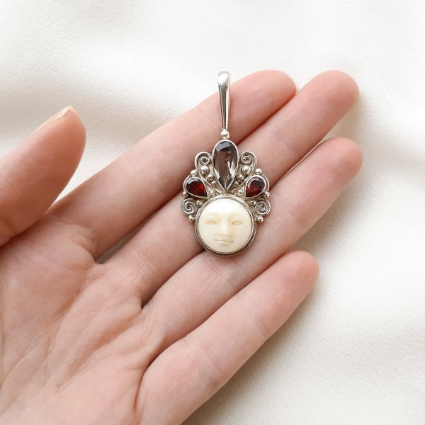 Серебряный кулон с ликом богини от Sajen для самых оригинальных и стильных