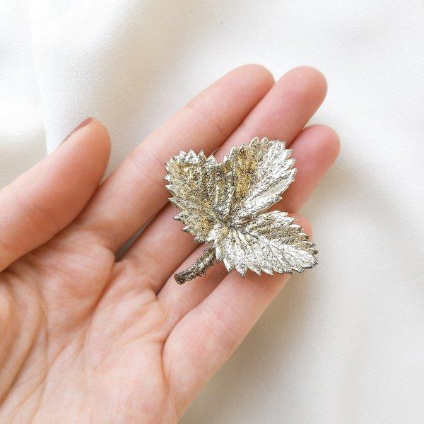 Винтажная серебряная брошь «Лист клубники» от Flora Danica для самых оригинальных и стильных
