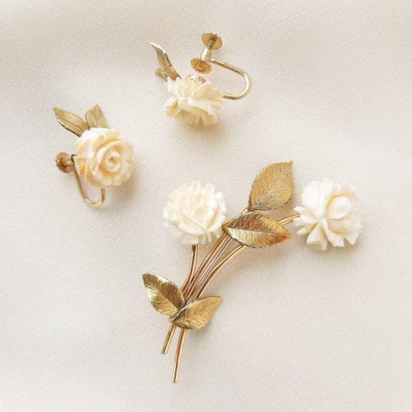 Коллекционный комплект «Белые розы» от Krementz для любителей старины и антиквариата