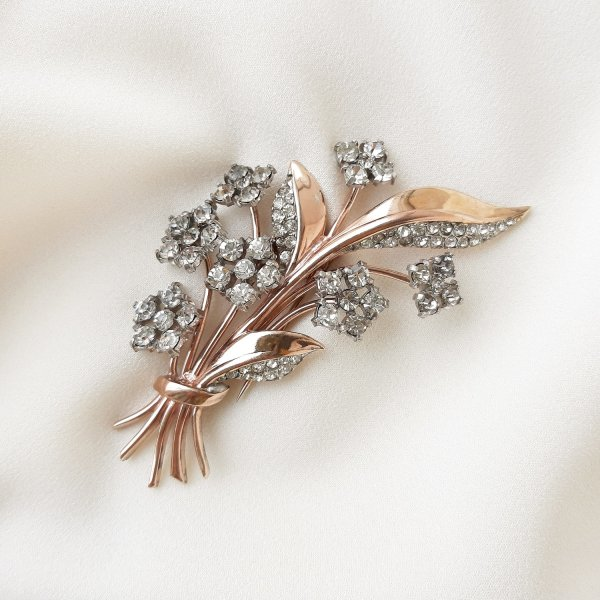 Антикварная брошь-зажим дресс-клип «Цветок» от Trifari для любителей старины и антиквариата