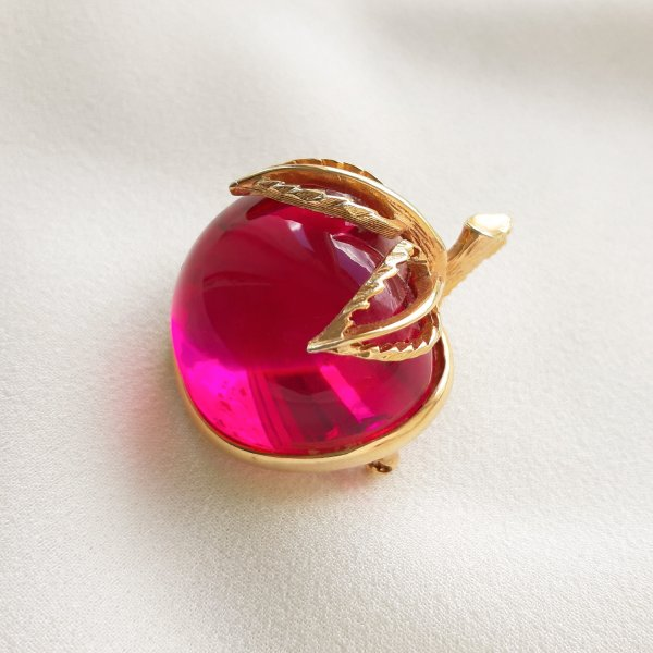 Винтажная брошь «Райское яблочко» от Sarah Coventry Купить антиквариат