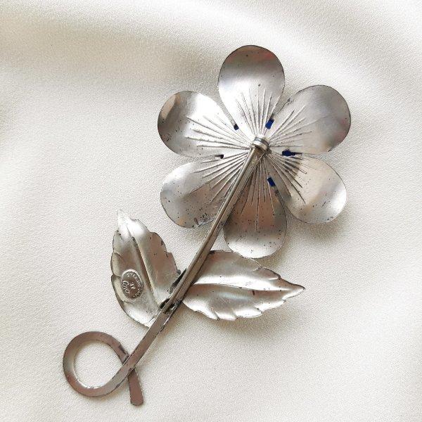 Антикварная серебряная брошь «Синий цветок» от Coro Купить антиквариат