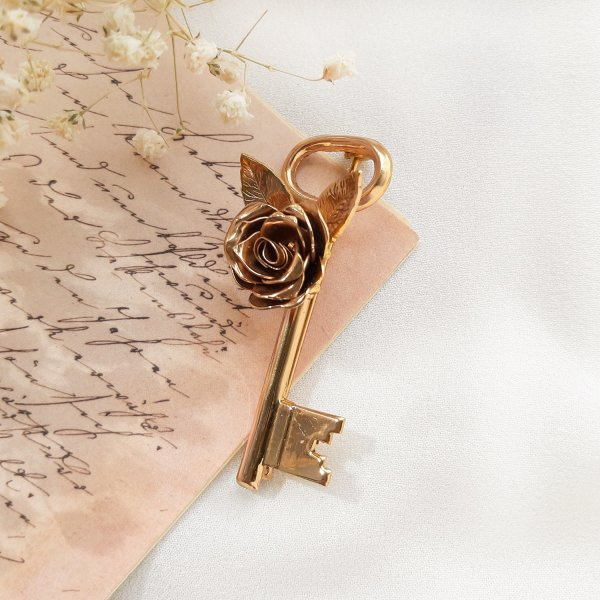 Антикварная брошь «Ключ» от Coro Купить винтаж