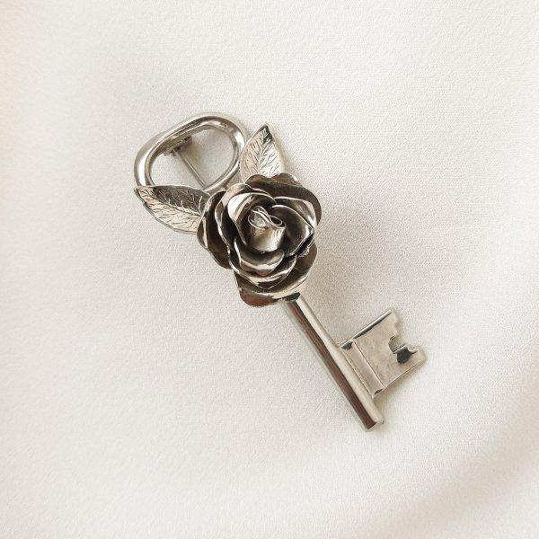 Антикварная брошь «Серебряный ключ» от Coro Старинные украшения