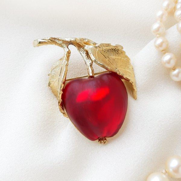 Винтажная брошь «Красное яблочко» от Napier Купить
