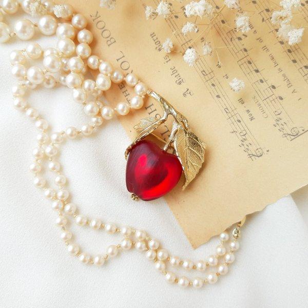 Винтажная брошь «Красное яблочко» от Napier Купить антиквариат