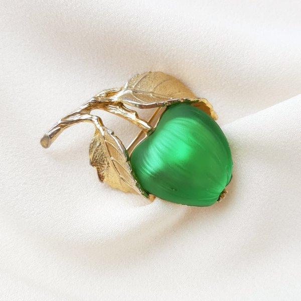 Винтажная брошь «Зеленое яблочко» от Napier Купить винтаж